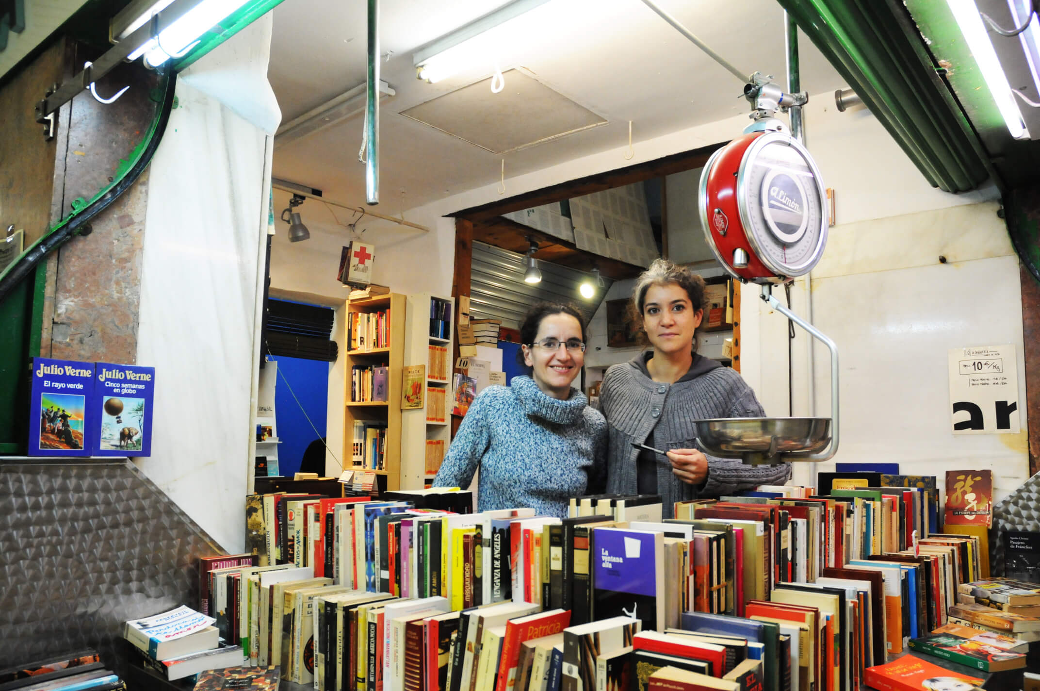 La Casqueria sells second hand books by the kilo